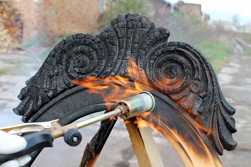 Обработка древесины газовой горелкой