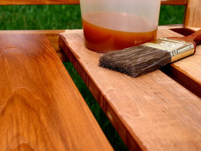 Деревянная поверхность, обработанная олифой
