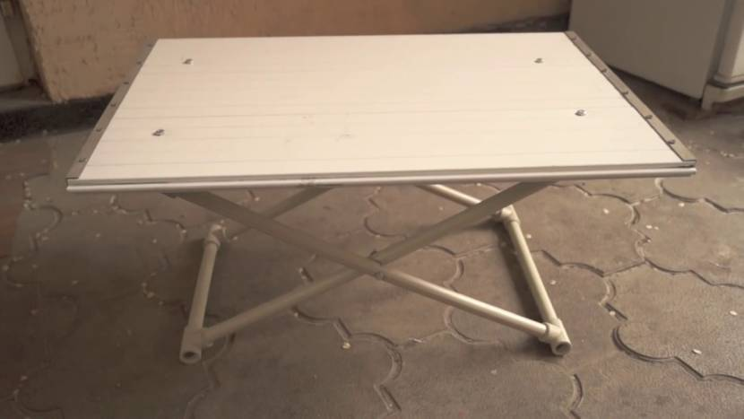 Практичный стол для дачи