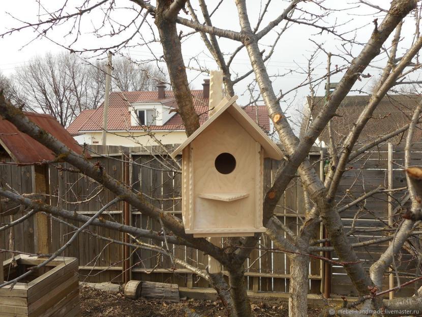 Скворечник с двухскатной крышей