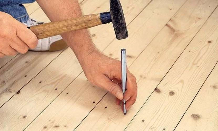 Шляпки крепежа утапливают в древесину