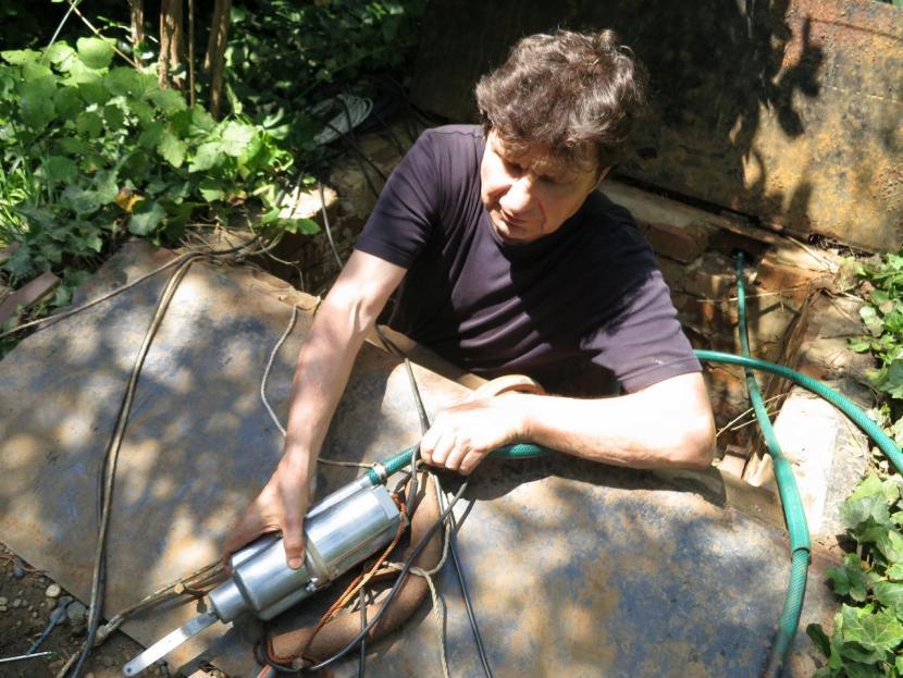 Процесс подготовки по очистке скважины при помощи вибронасоса