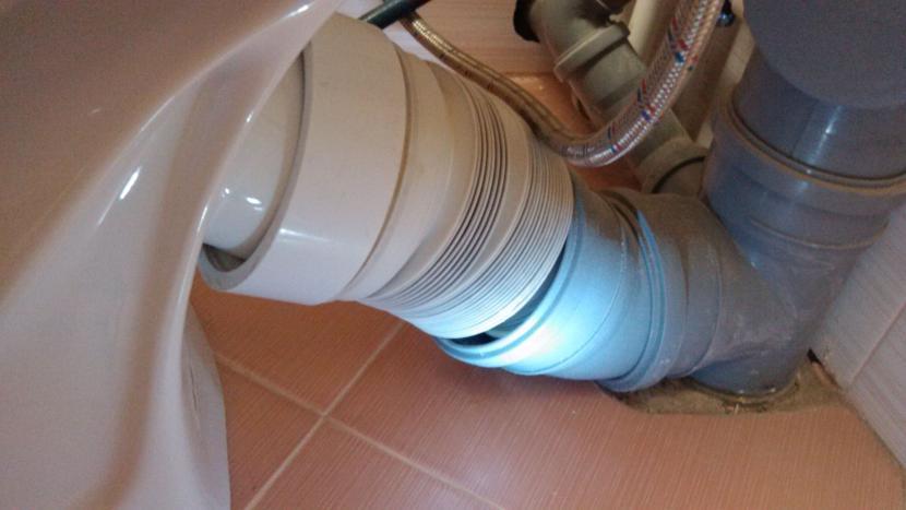 Подключение унитаза к канализации гофрой