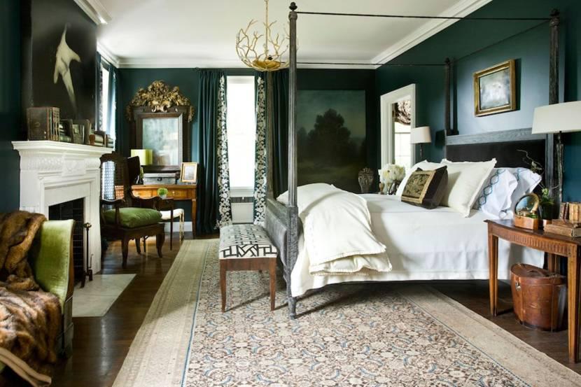 Классическая спальня с камином