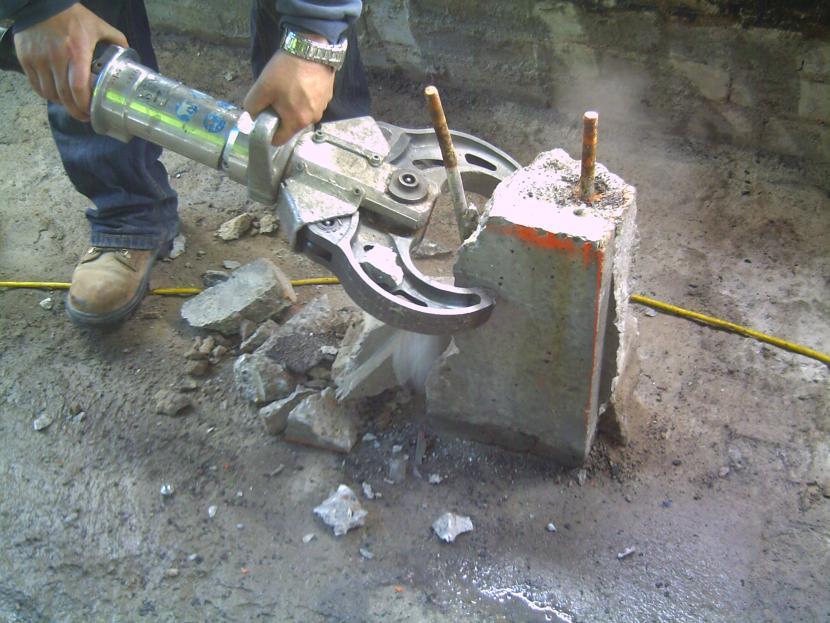 Гидравлические ножницы для разрушения бетона